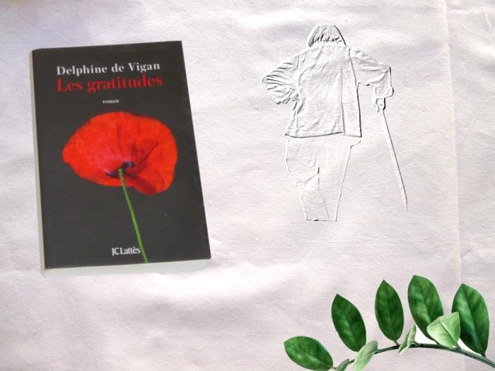 Photo du livre de Delphine de Vigan, Les gratitudes, feuillage, et en filigrane, une vieille femme de dos.