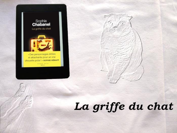 Liseuse avec le livre de Sophie Chabanel. En surimpression, un chat. En bas à gauche, des pattes de chat.