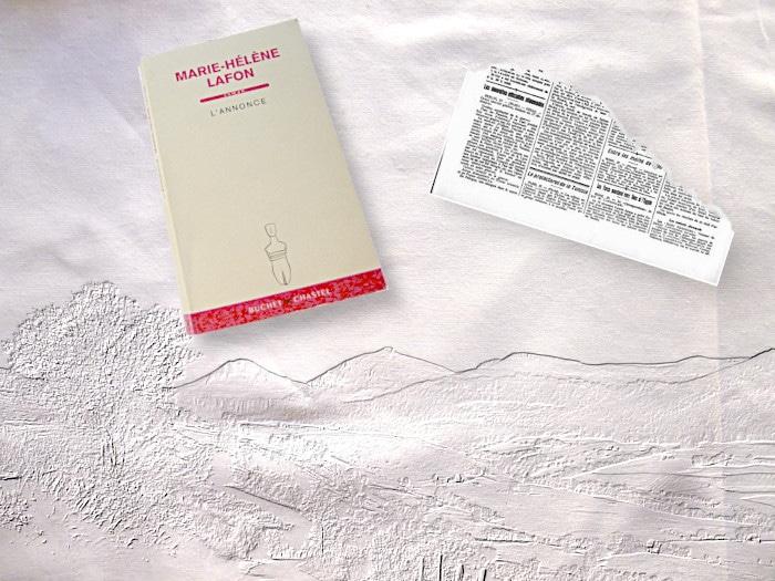 Livre de Marie-Hélène Lafon, L'annonce. Page déchirée de petites annonces. Paysage en fond.