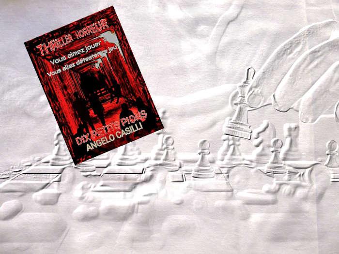 En arrière plan, une main enlève un pion sur un jeu d'échec. Au premier plan, la couverture du livre d'Angelo Casilli, Dix petits pions.