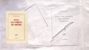 Couverture du livre de Sylvain Tesson avec un arrière plan, le livre ouvert et un stylo