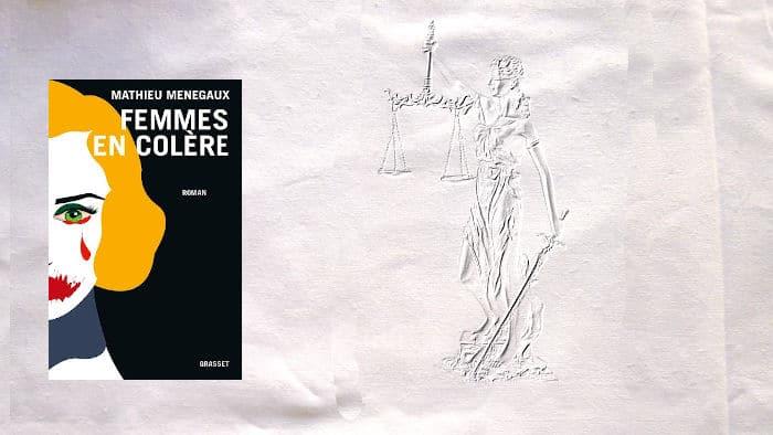 A l'arrière-plan, la Justice avec sa balance et son glaive, au premier plan, la couverture du livre de Mathieu Menegaux, Femmes en colère