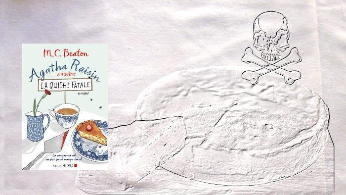 En arrière plan, une quiche et une tête de mort. Au premier plan, couverture du livre de MC Beaton, La quiche fatale