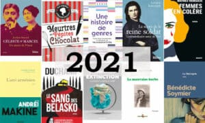 Que lire en 2021 ? A l'arrière-plan, des couvertures de livres parus en 2021, au premier plan l'année 2021