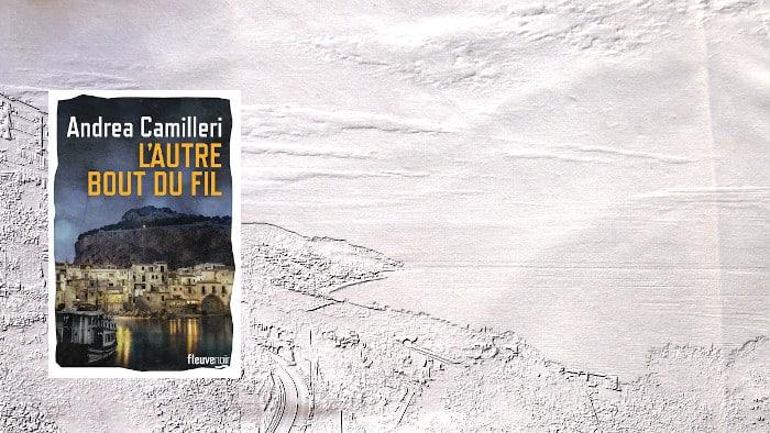 A l'arrière plan, paysage de Sicile, au premier plan, le couverture du livre d'Andrea Camilleri, L'autre bout du fil