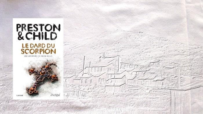 En arrière plan un village fantôme, au premier plan la couverture du livre de Preston & Child, Le dard du scorpion