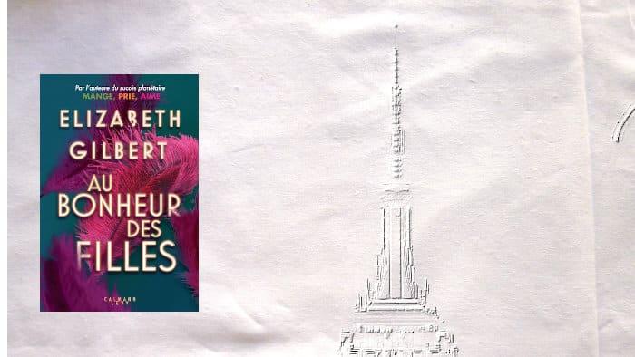 A l'arrière plan, un gratte-ciel de New York, au premier plan, couverture du livre d'Elizabeth Gilbert, Au bonheur des filles