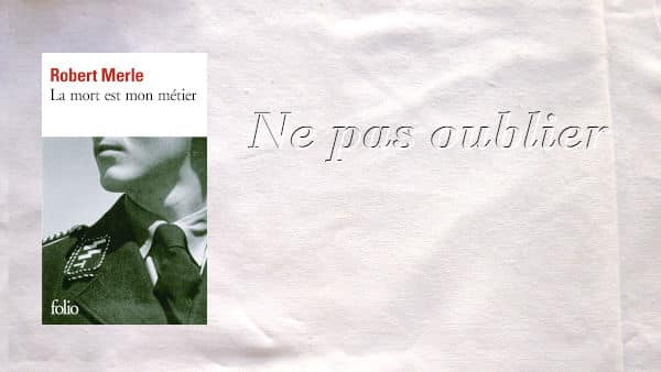 En arrière plan, Ne pas oublier, au premier plan, couverture du livre de Robert Merle, La mort est mon métier