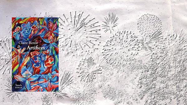 En arrière-plan, un feu d'artifices et au premier plan, la couverture du livre de Claire Berest, Artifices